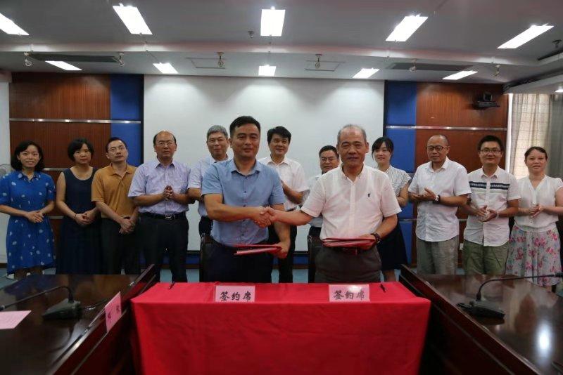 我司与中国农业科学院麻类研究所及湖南省农科院签订科 技合作协议